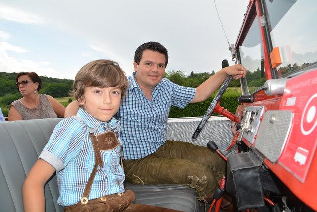 Lucas unterstützte seinen Papa Werner während der Fahrt.