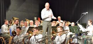 Die Militärmusik Tirol widmete ihr Konzert in Fieberbrunn dem Verein RollOn Austria.