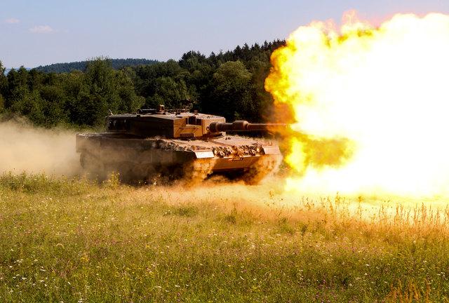 Der Leopard 2A4 trifft Ziele in 4.000 Meter Entfernung punktgenau.