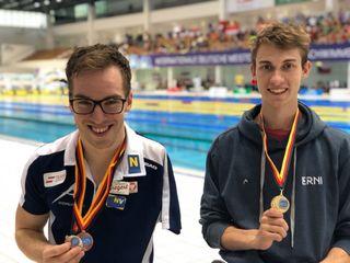 Andreas Onea ud Andreas Ernhofer aus Deutsch-Wagram mit ihren Weltcup-Medaillen.