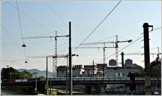 Baufortschritt neues Produktionsgebäude  Die neu errichtete Energiezentrale wird noch heuer in Betrieb gehen. Die Produktionsanlage befindet sich derzeit im Hochbau, die Dachgleiche wird voraussichtlich im Herbst 2018 stattfinden. Erneuerung Belghofersteg
