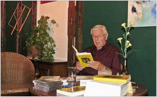 """Werner L. las nicht nur Mundartgedichte, sondern auch aus seinem neuen Buch """"Die wilden fünfziger Jahre"""". Bei dieser Lesung aus seinem Buch erinnerte ich mich an Vieles aus meiner eigenen Kindheit und Jugend. Es war ein wunderbarer Abend."""