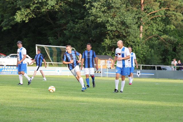 Mit Herz und Einsatz spielten die Fußball-Legenden des SV Güttenbach