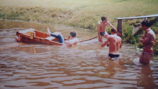 Ein Foto von 1990... als die Sautrogrennen im Pinzgau noch etwas alltäglicher waren. Die Sieger hießen damals wie heute Sepp und Toni Steiner.