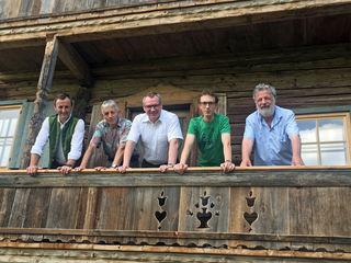 Besuch in Söll beim Oberkollerhof v.li.: Bgm Alois Horngacher, Simon Koller, LR Johannes Tratter, Eigentümer Fabian Koller sowie Architekt Peter Knapp.