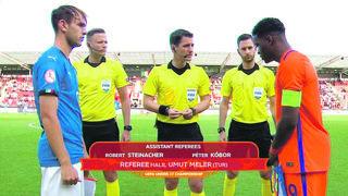 Das Finale als Highlight. FIFA-Assistent Robert Steinacher (rechts) vor dem U 17-EM-Endspiel zwischen Italien und den Niederlanden.