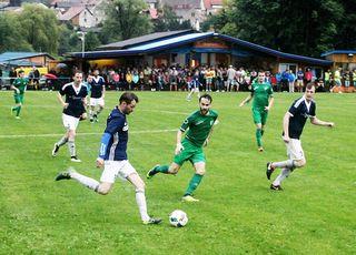 Der FC Zeltweg konnte die letzte Chance beim Derby zum Oberliga-Verbleib nicht nutzen. Rene Zisser (l.) traf zur Unzmarkter 1:0-Führung.