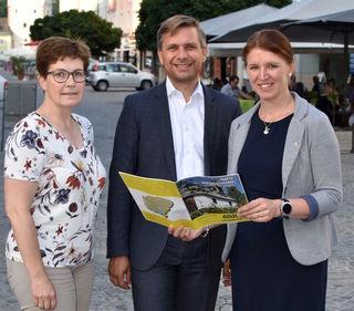 Landtagsabgeordnete in Vöcklabruck: Elisabeth Kölblinger, Wolfgang Hattmannsdorfer, Michaela Langer-Weninger (v.l.).
