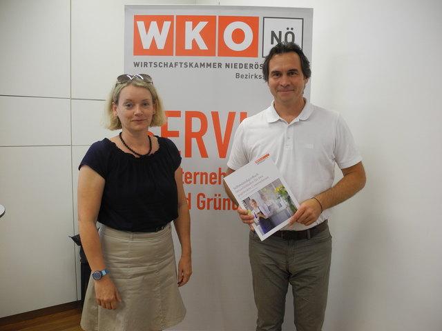 Fachexpertin für Umsatzsteuer Alexandra Graf mit WKO-Bezirksstellenobmann Christian Bauer.