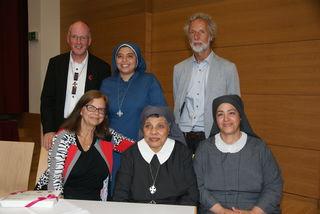 Hoffen auf weitere Spenden: Pfarrer Gerhard Haas, Sr. Nada, Johann Jehle (hinten v.l.), Waltraud Liebich und die Schwestern Sara und Thakla (vorne v.l.).