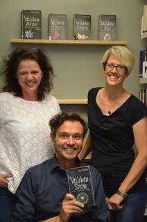 Joe Fischler gastierte auf Einladung der Bücherei & Spielothek mit seinem neuesten Veilchen in Telfs.