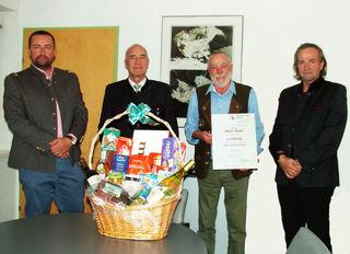 Anton Manzl (2.v.re.) wurde von der Firmengruppe Wimpissinger für seine 40-jährige Treue zum Unternehmen geehrt.