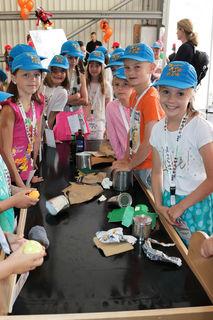 Mit Spaß und Freude beim Umweltschutz, die Kids