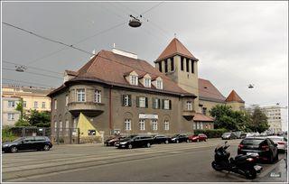 Die Verklärungskirche ist ein evangelisch-lutherisches Gotteshaus im 2. Wiener Gemeindebezirk, der Leopoldstadt. Sie dient der Evangelischen Pfarrgemeinde A.B. Wien Leopoldstadt und Brigittenau als Gottesdienststätte. Südwestansicht der Pfarrkirche mit dem Pfarrhaus im Vordergrund