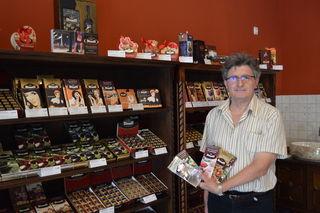 """Bela Rosskopf betreibt jetzt neu seinen """"SchokoLaden"""" in der Villacher Innenstadt, exklusiv in Österreich mit Produkten der Schokoladenmanufaktur Stühmer."""