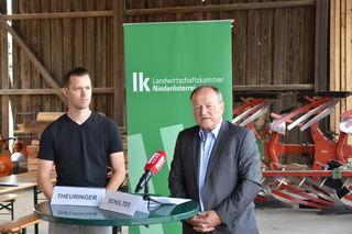 Fordern ein höheres Arbeitsplatz-Kontingent: der Raasdorfer Bauer Johannes Theuringer und Landwirtschaftskammer-Präsident Hermann Schultes.