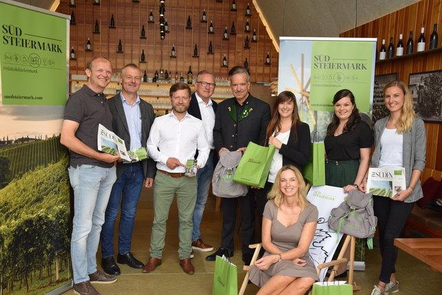 Die Vertreter der vier Tourismusverbände präsentieren das neue Marketingkonzept.