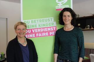 Die beiden LAbg. Ulrike Böker und Maria Buchmayr (beide Grüne).