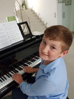 Maximilian Kohlberger am Klavier.