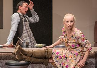 """Nadine Breitfuß spielt mit Schauspielkollege David Fuchs noch bis 4. Juli in """"Die Kehrseite der Medaille"""" im Theater Phönix in Linz."""