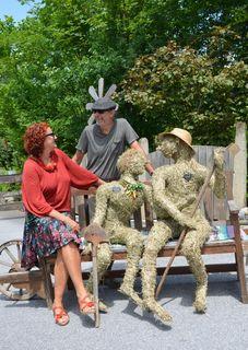 Heukünstlerin Sabine Pichler und Werner Sonnleitner beim tag der offenen Gartentür.