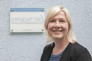 Ulrike Grabmair hat selbst leidvolle Erfahrung mit Migräne und gibt ihr Wissen als Mentalcoach an Betroffene weiter.