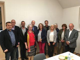 Der Vorstand des Vereins Martiniladen mit Obmann Dietmar Wolf (3.v.l.) dankte Sr. Judit Nötstaller (4.vl.). für ihr Engagement.