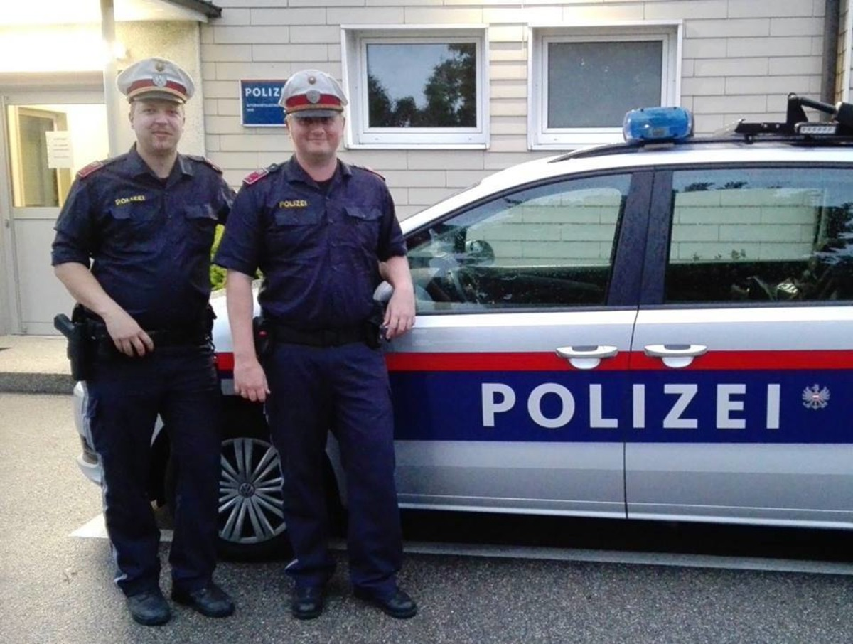 Polizisten In Linz Als Lebensretter Linz
