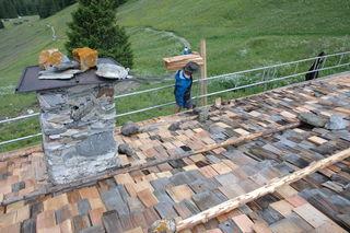 Die Schindeln der Obernberger Alm wurden vergangene Woche erneuert.