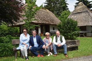 Nach dem Kauf durch die OSG (von links): Gerlinde Gibiser, Alfred Kollar, Edith Gibiser, Eduard Zach.