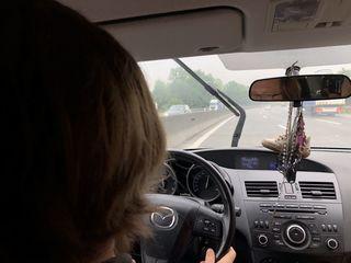 Bei Regen ging es für die Bezirksblätter-Redakteure Daniel Butter (Bild) und Michael Hairer zwei Mal 150 Kilometer durch den Bezirk.