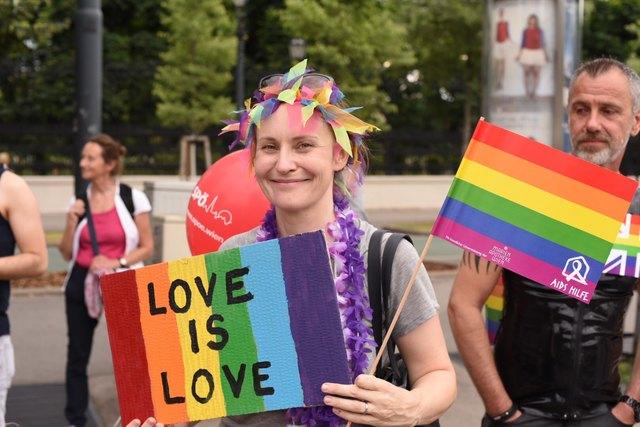 Für Liebe, Gleichberechtigung und Toleranz versammelten sich am Samstag tausende Menschen bei der Regenbogenparade 2018.