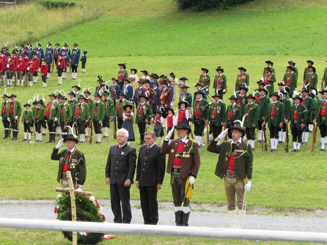 Die Schützenkompanien des Bezirkes Landeck waren in Zams vertreten.