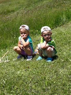 Auch die Jüngsten helfen bei der Heuernte am Schrofen