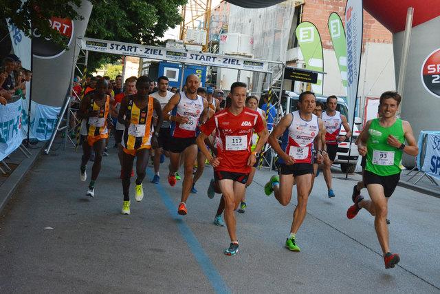 Hobbyläufer und Top-Athleten stellten sich dem Wettlauf durch die Weizer Innenstadt