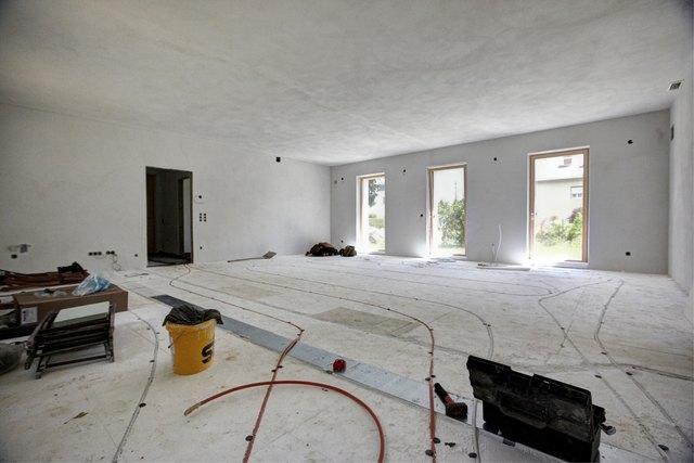 Neben der Fassadendämmung wird auch der Tausch von fossilen Heizungen, Fenstern und Außentüren gefördert.