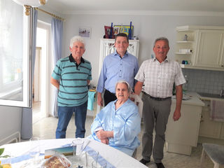 Bgm. Alois Wegleitner und Vize-Bürgermeister Wolfgang Lidy gratulierten herzlich.