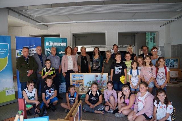 """Die Ausstellung """"Klimaversum"""" im Alten Kino in Leibnitz wurde gemeinsam mit der VS Frauenberg eröffnet."""