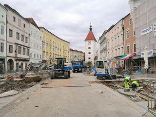 Die Bauarbeiten am Stadtplatz verlaufen optimal und ermöglichen eine verkürzte Bauzeit.