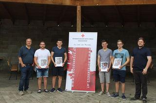Christoph Darazs, Thomas Mersits, Lothar Strebinger und Christopher Vuk bei ihrer Grillfeier mit Dienstführer-Stv. David Huszar.