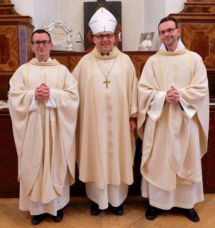 Fritz Kerschbaumer und Dominikus Kraschl wurden heute im Innsbrucker Dom durch Bischof Hermann Glettler zu Priestern geweiht