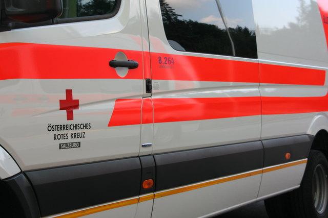 In Bramberg kollidiert ein 15-jähriges Mädchen mit einem Auto.