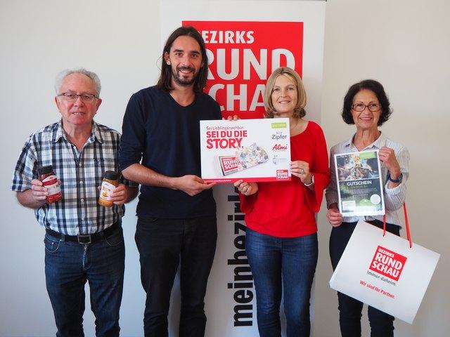 Johann Hörandner, Sabine Wöllinger und und Ingrid Seidlmann holten bereits sich ihr Nachbarschaftsfest-Paket ab.