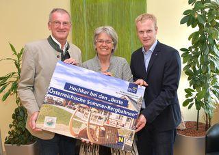 Ein Grund zum Feiern: Bürgermeister Friedrich Fahrnberger, Landesrätin Petra Bohuslav und Bergbahnen-Geschäftsführer Markus Redl.