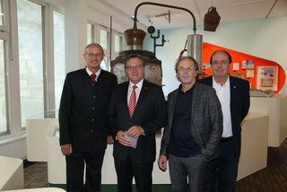 Eröffneten die Ausstellung: Bgm. Anton Mattle, LH Günther Platter, Ausstellungsarchitekt Tristan Kobler und Helmut Pöll.