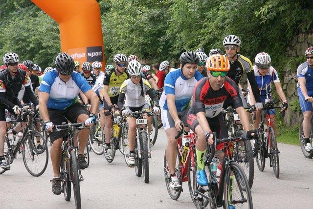 Start frei für den Jubiläums-Radmarathon beim Bergbaumuseum Fohnsdorf. Vorne Heimo Fetter (Nr. 7), der absolut Schnellste beim Bergzeitfahren Oberzeiring - Lachtal.