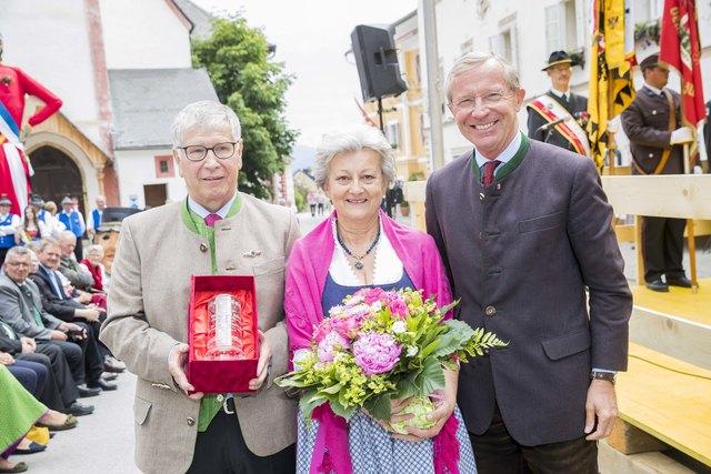 Altbürgermeister Wolfgang Eder mit seiner Frau Hilde und Landeshauptmann Wilfried Haslauer.