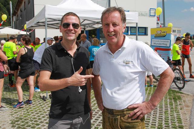 Lukas Pawek aus Wien und Bgm Martin Voggenberger aus Munderfing