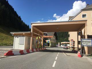 Die Zahlen von aufgegriffenen Flüchtlingen am Brenner geht zurück, informiert LH Günther Platter in einer Presseaussendung.
