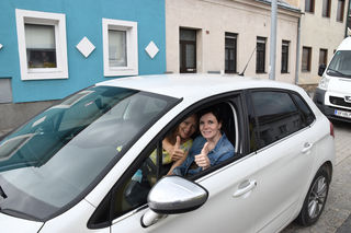 On the road im Weinviertel: die Redakteurinnen Ulli Potmesil und Marion Gantner-Schirato.